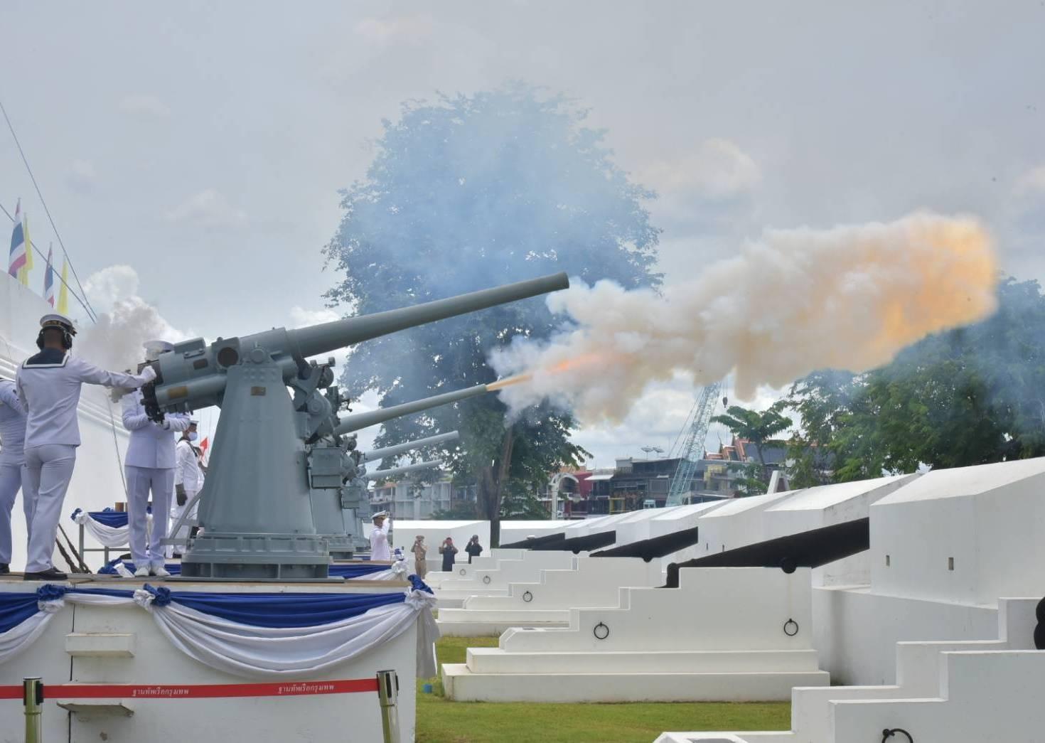 กองทัพเรือยิงสลุตหลวงเฉลิมพระเกียรติรัชกาลที่10ในโอกาสมหามงคลเฉลิม พระชนมพรรษา 68 พรรษา
